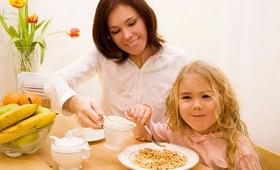 Enseñar a los niños a comer con educación