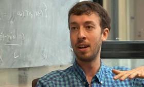 """Jeremy England, profesor de Física en el MIT se queja: """"Dan Brown no puede citarme para negar a Dios"""""""